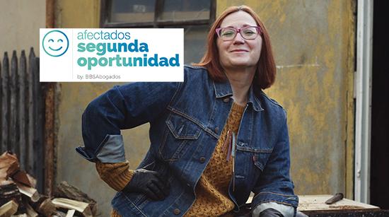 Mujer obrera. Afectados Segunda Oportunidad